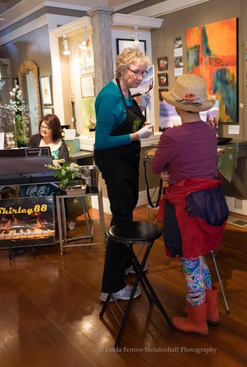 Gretha Lindwood meeting an art patron.